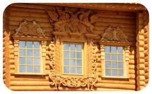 деревянный дом с резьбой
